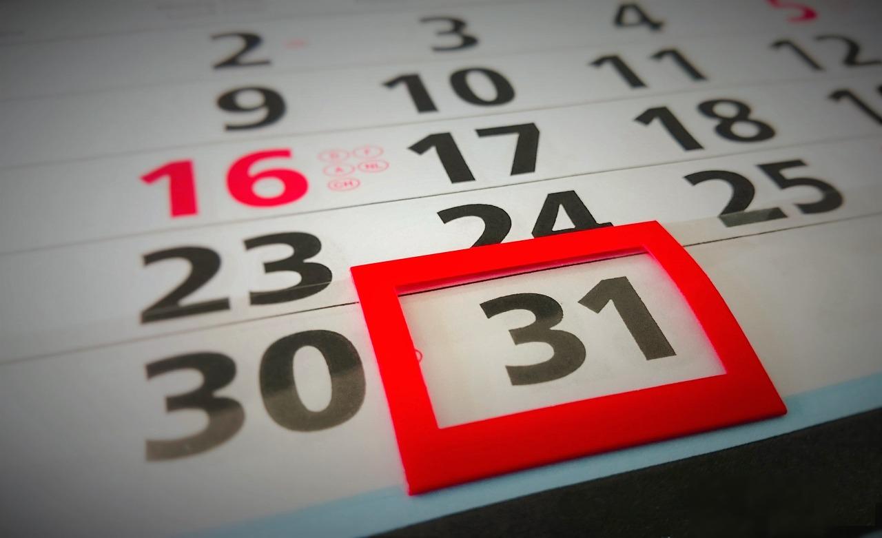 ¿Cómo se cuentan los plazos por meses en los procedimientos administrativos?